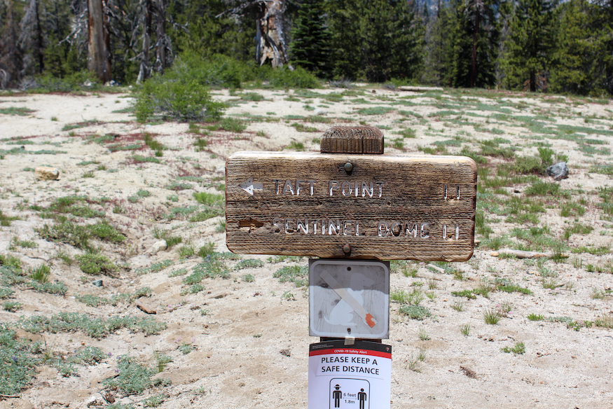 Taft Point trail marker